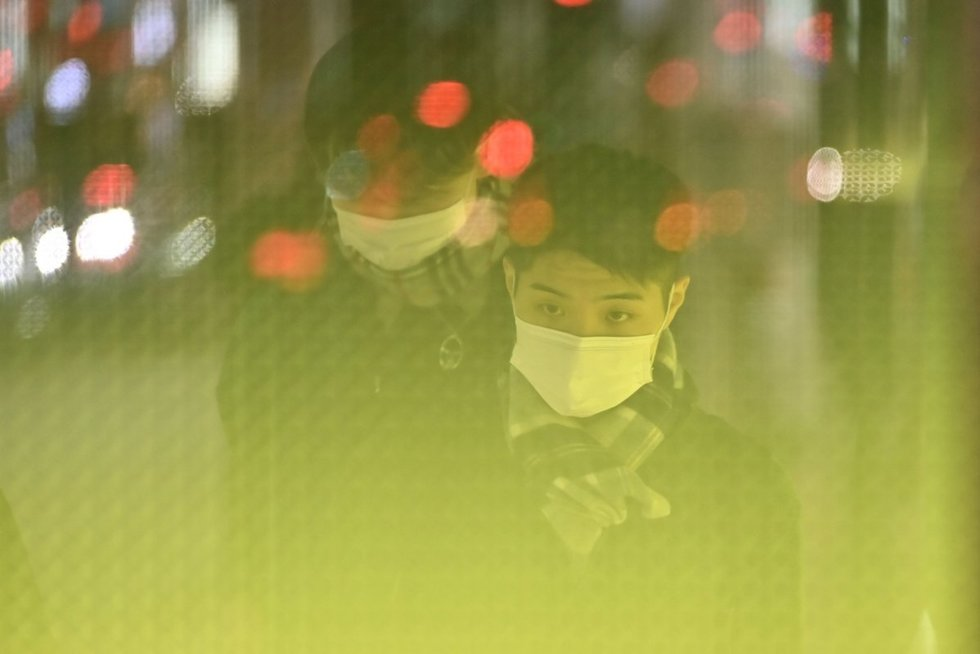 """Neramios naujienos iš Kinijos: virusas """"keičia visas žaidimo taisykles"""" (nuotr. SCANPIX)"""