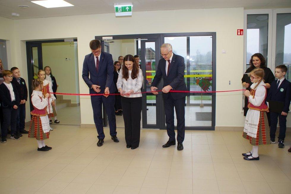 Atidarytas naujas mokyklos pastatas Vilniaus rajone (nuotr. smm.lt)