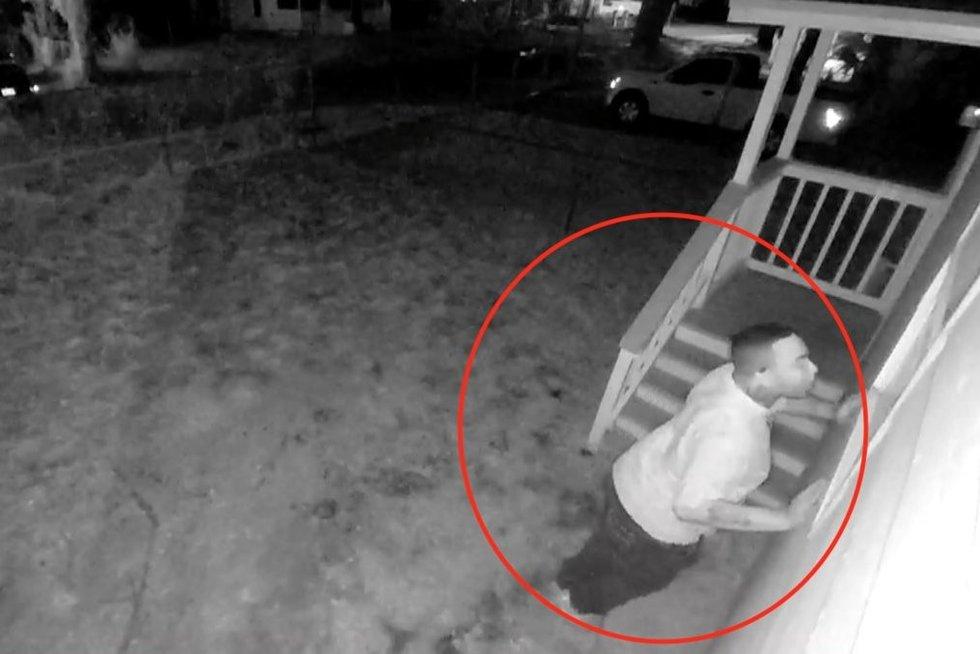 Peržiūrėjusi kamerų įrašus mergina pakraupo: ištisas savaites ją stebėjo nepažįstamas vyras (nuotr. stop kadras)