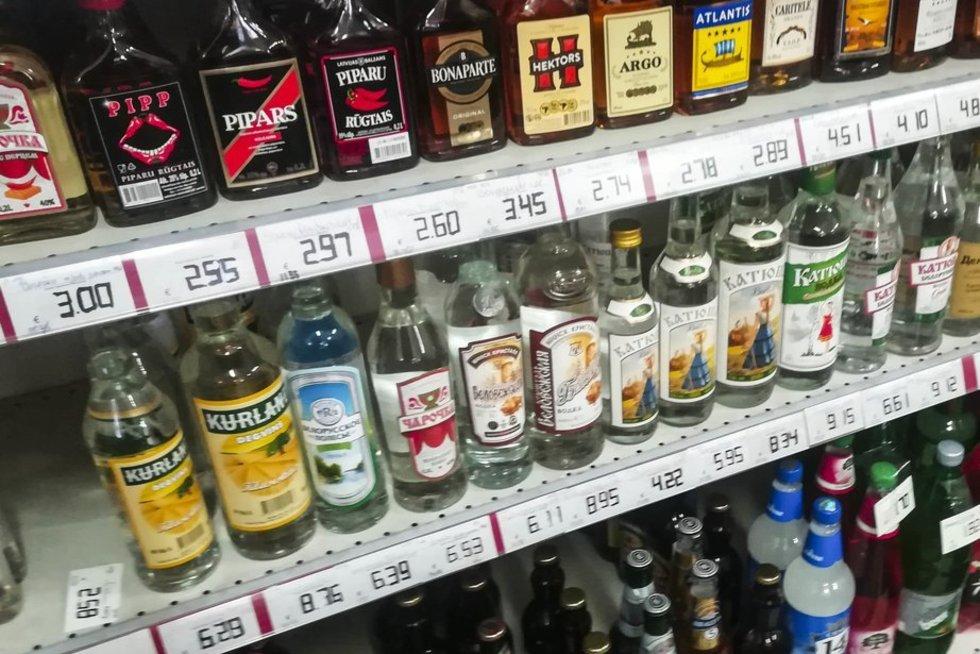 Alkoholinių gėrimų kainos Latvijoje ( asociatyvi nuotr. tv3.lt)