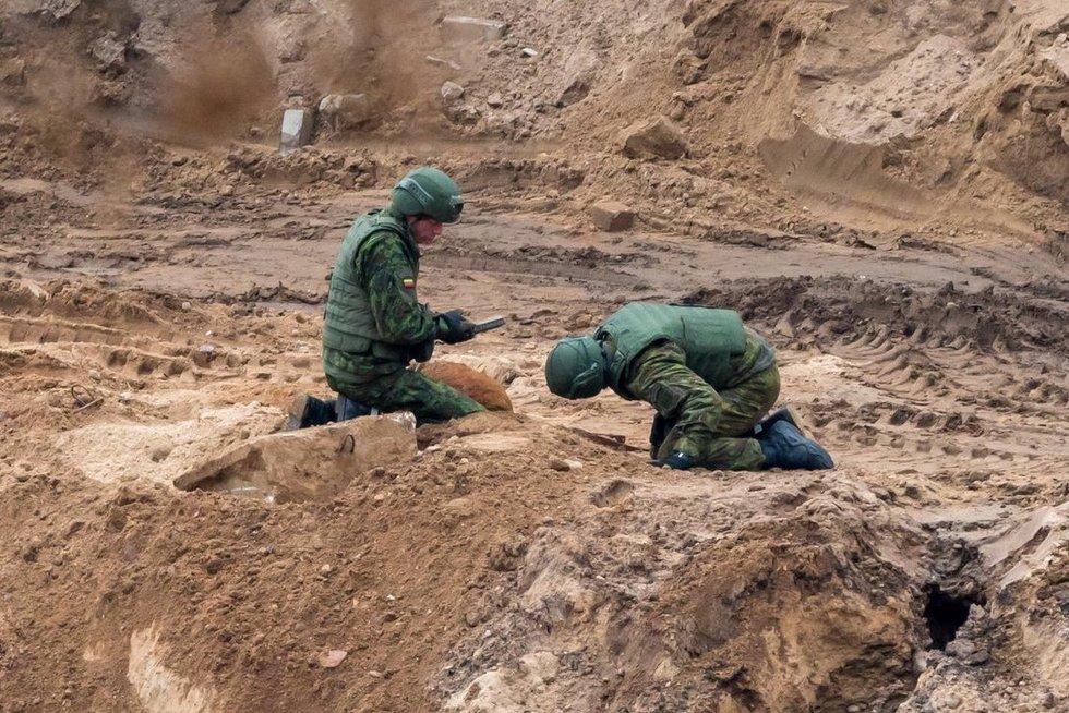 Paaiškėjo, kad bomba didesnė - sveria apie 100 kg (nuotr. Broniaus Jablonsko)