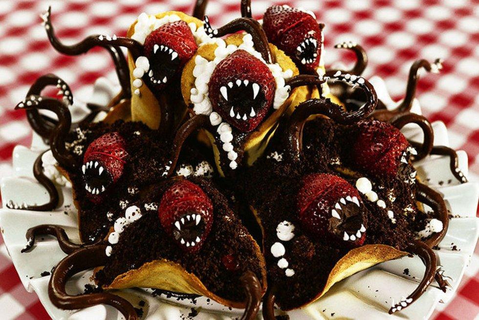Pyragai - monstrai (nuotr. boredpanda.com)