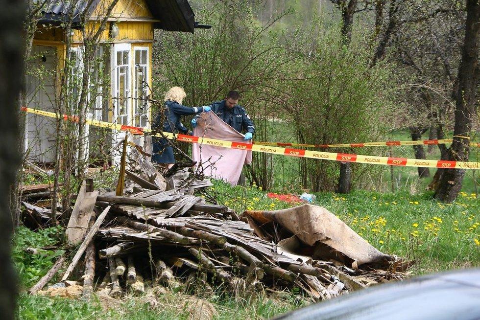 Karužiškių kaime rasti dviejų žmonių lavonai nuotr. Broniaus Jablonsko