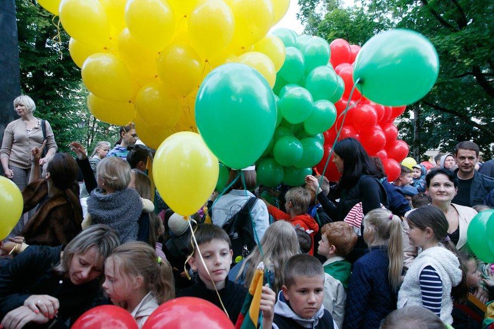 """""""Tautiškos giesmės"""" giedojimas Kudirkos aikšteje (nuotr. Tv3.lt/Ruslano Kondratjevo)"""