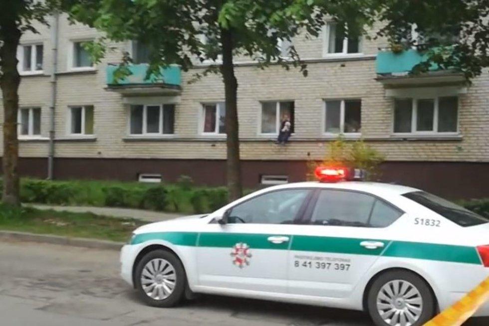 Šiaulių centras antradienio rytą virto veiksmo filmu: pareigūnams teko panaudoti ginklus (nuotr. YouTube)