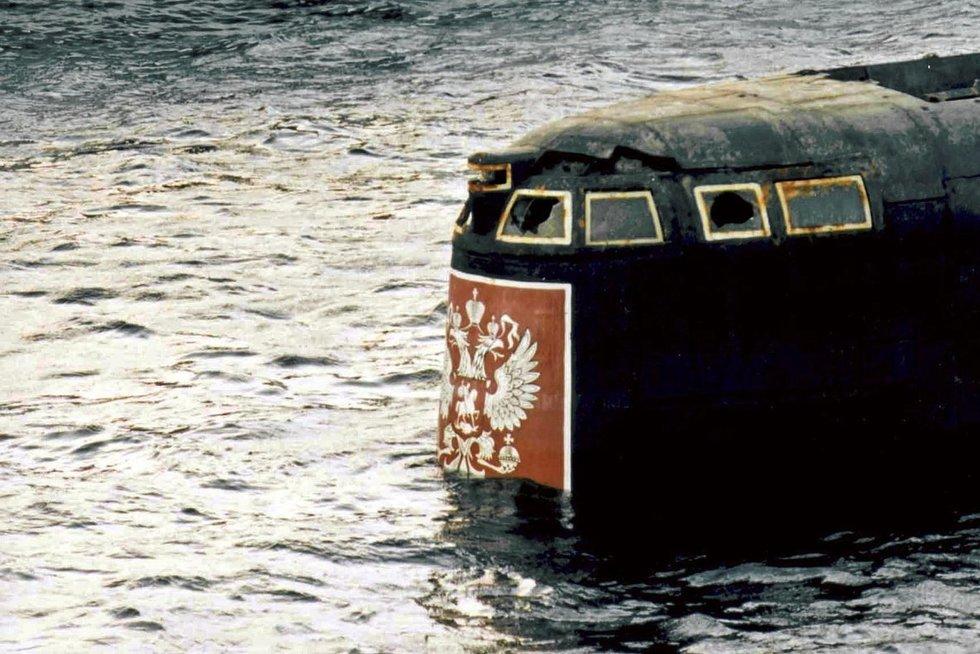 """""""Kursko"""" gelbėjimo darbai (nuotr. SCANPIX)"""