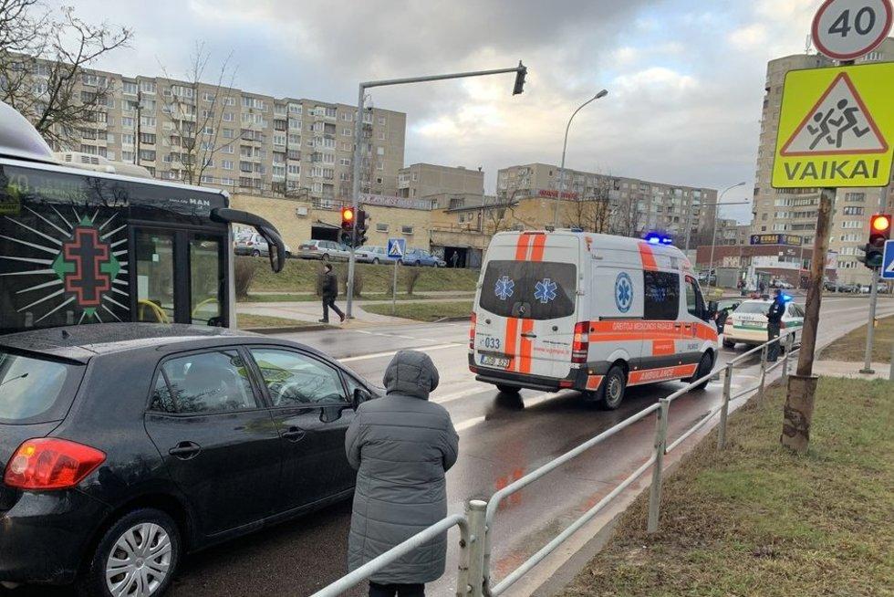 Avarija Stanevčiaus gatvėje - vairuotojas netikėtai susmuko ir numirė (nuotr. TV3)