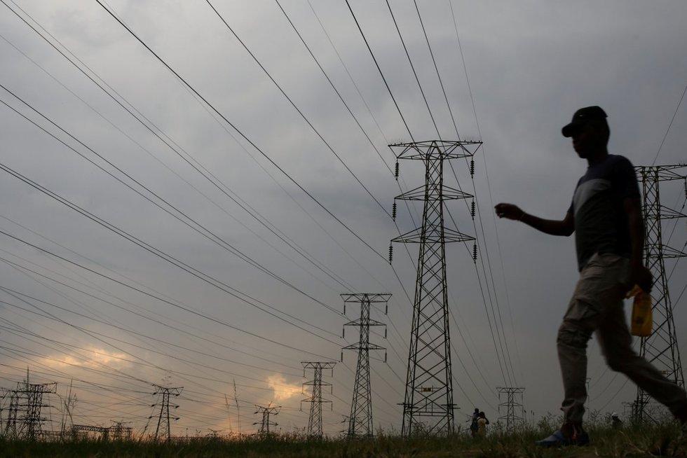 Pasaulio bankas paskaičiavo, kiek žmonių pasaulyje gyvena be elektros (nuotr. SCANPIX)