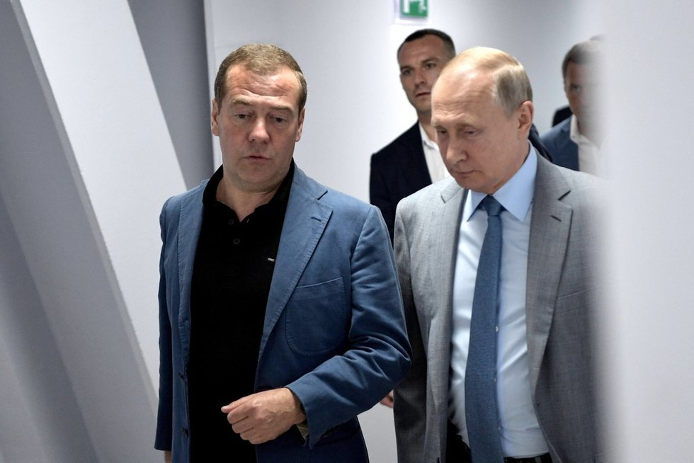 Dmitrijus Medvedevas ir Vladimiras Putinas (nuotr. SCANPIX)