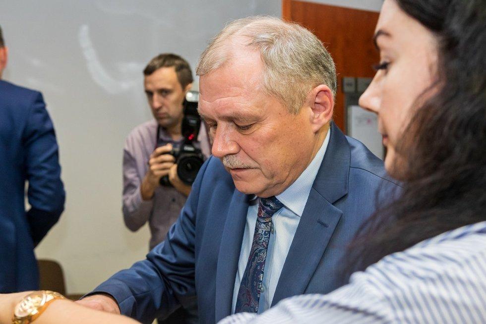 Buvęs diplomatas Rimantas Šidlauskas teisme (nuotr. Broniaus Jablonsko)