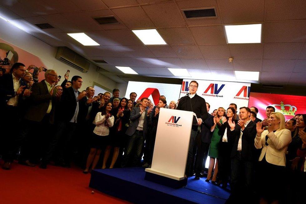 Serbijos premjeras Aleksandras Vučičius skelbia pergalę prezidento rinkimuose (nuotr. SCANPIX)