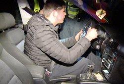 """Vairuotojo elgesys pareigūnus išvertė iš koto: mašina nevažiavo, o vyras """"vairavo"""""""