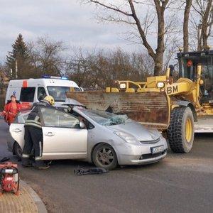 Šiurpi avarija Raseiniuose: sunkiasvorė technika perskrodė automobilį