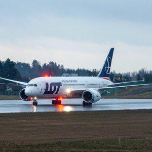 Paslaptingas skrydis iš Japonijos – Vilniuje nusileido įspūdingo dydžio lėktuvas