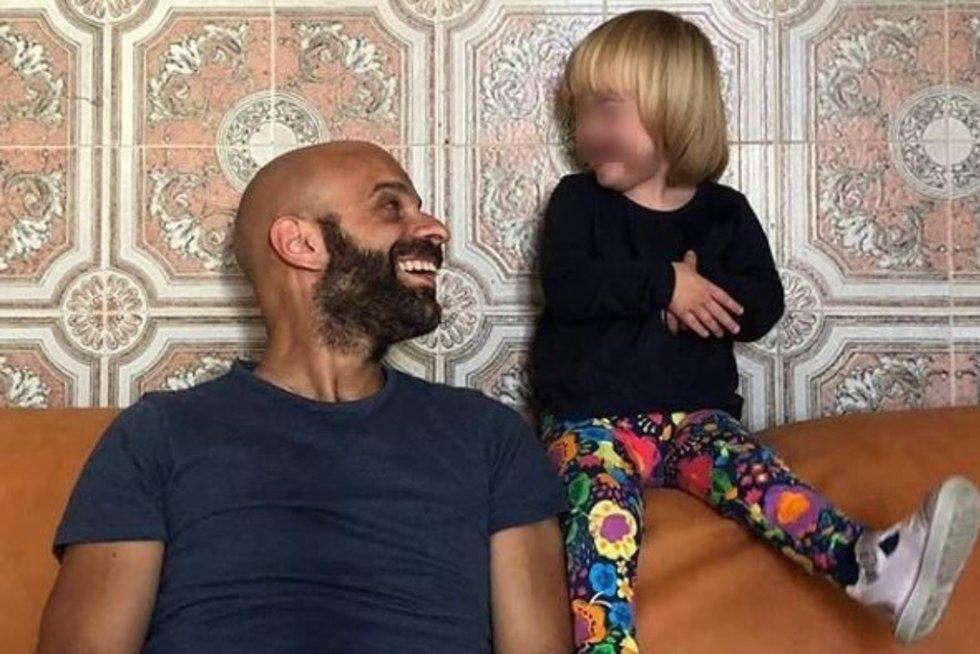 Luca Trapanese (41) iš Neapolio, Italijos, savo dukrą Albą įsivaikino, kai jai tebuvo 13 dienų  (nuotr. Instagram)