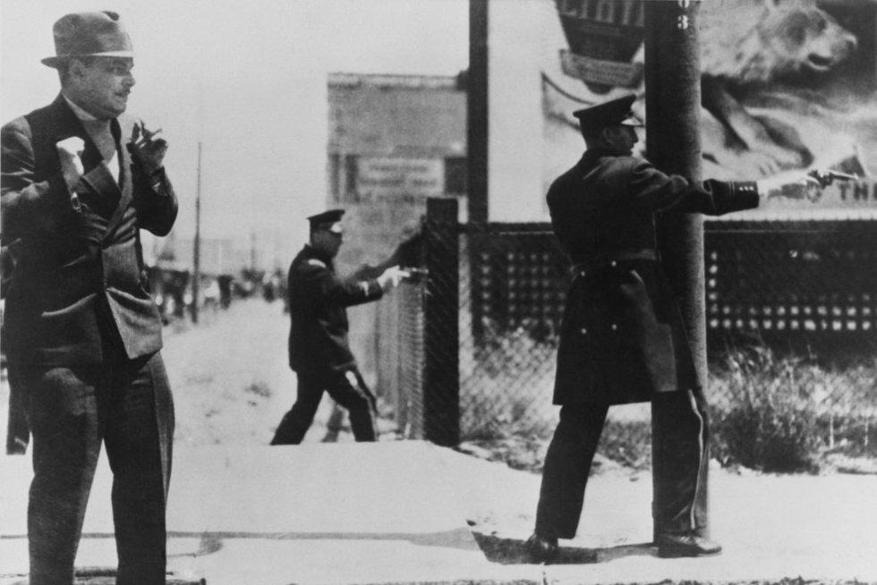 JAV policija dalyvauja susišaudyme, 1934-ieji (nuotr. Vida Press)