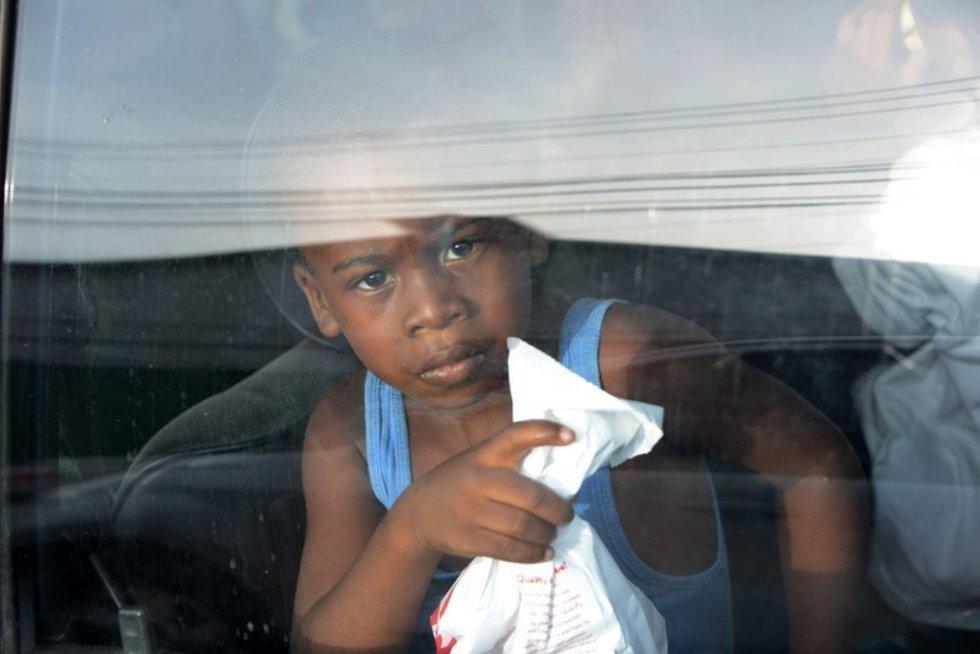Iš JAV deportuotas berniukas atvyksta į San Pedro Sulą (nuotr. AFP/Scanpix)