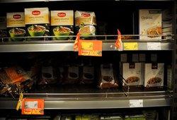 Lietuviai šluoja maisto produktus – kai kuriose parduotuvėse nebeliko kruopų