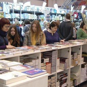 Lietuviai knygų mugėje papasakojo, kad pirkiniams negaili šimtų eurų