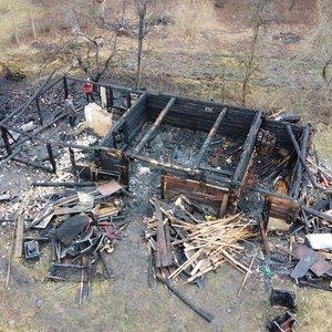 Per vieną vakarą gaisruose žuvo du žmonės ir du šuniukai