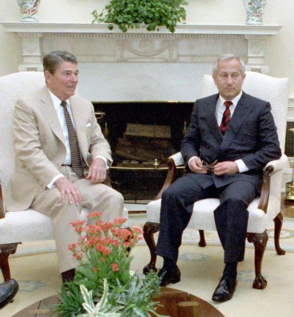 Gordijevskis ir Reiganas (Wikimedia.org)