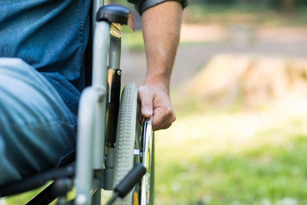 Žmogus vežimėlyje (nuotr. Fotolia.com)