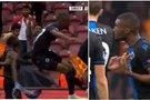 Du futbolininkai išvaryti iš aikštės (nuotr. stop kadras)