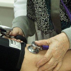 Medikų stygius smogia rajonams: 86 metų pacientę gydo 82 metų gydytoja
