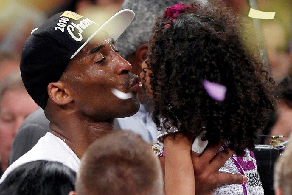 Kobe Bryantas su dukra Gianna žuvo sudužus sraigtasparniui  (nuotr. SCANPIX)