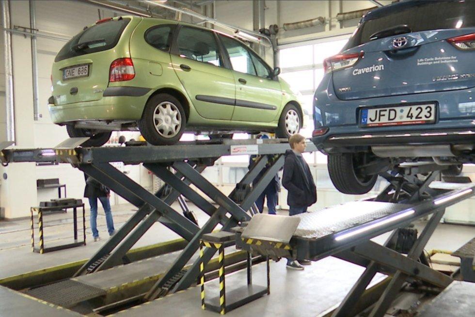 Automobiliai (nuotr. stop kadras)