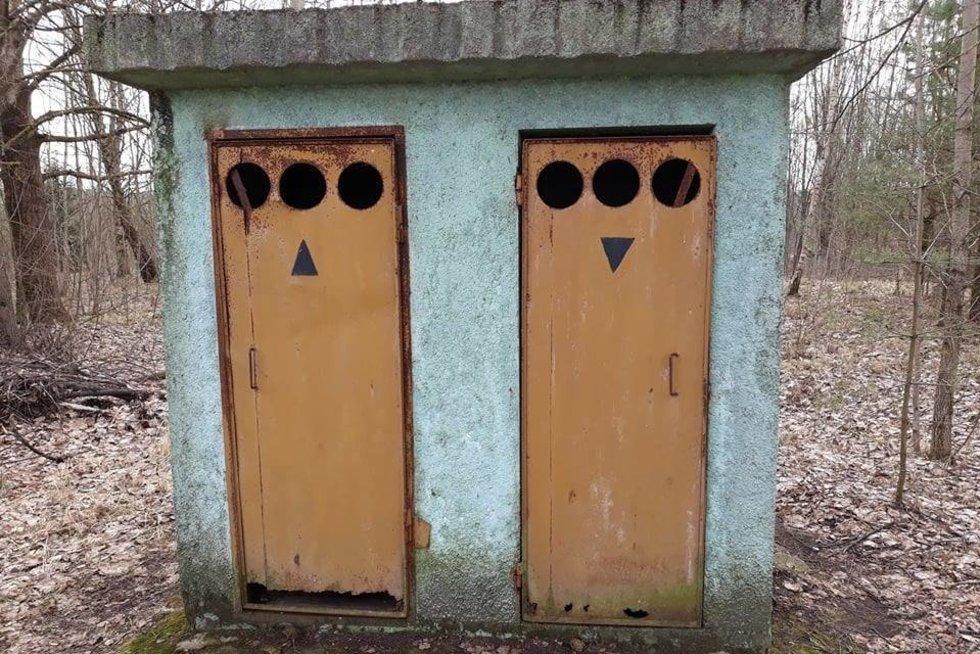 Lauko tualetas prie Pravieniškių (nuotr. facebook.com)