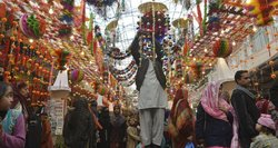 Musulmonai švenčia Mahometo gimtadienį