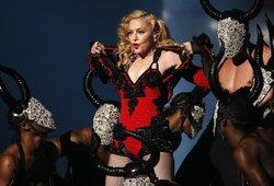Senoje Madonnos dainoje – lietuviški žodžiai? Gerbėjai pasiskirstė į 2 stovyklas