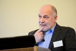 Ekonomistas Lazutka apie ruošiamus pinigus darbuotojams: matyčiau bent 3 variantus