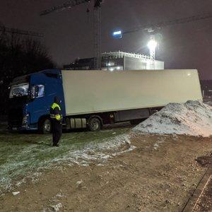 Vilniuje sąmonę praradęs vairuotojas nesuvaldė vilkiko