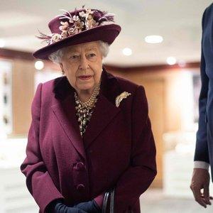 Koronavirusas – jau ir Buckinghamo rūmuose: karalienė persikėlė kitur