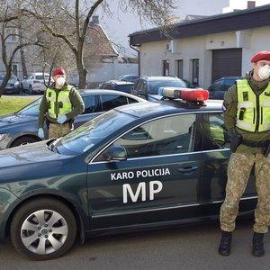 Kariai nuo penktadienio patruliuoja gatvėse: ką reikia žinoti gyventojams