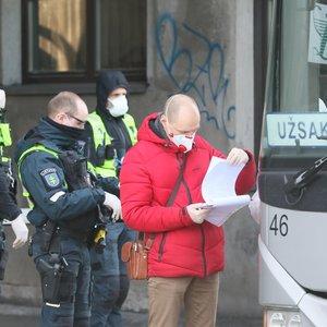 Išskirtiniai kadrai: Vilniuje vykdomas karantinuotų asmenų pervežimas