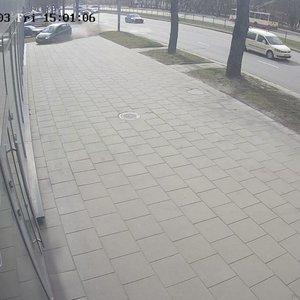 Vilniuje dideliu greičiu lėkęs girtas vairuotojas rėžėsi į parduotuvės vitriną