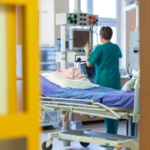 Blogiausias scenarijus: Lietuvai trūktų 1000–1500 reanimacinių lovų