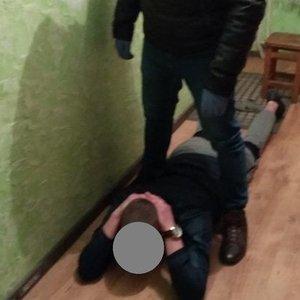 Sulaikymo operacija Jonavoje: vieną įtariamąjį teko traukti iš po lovos