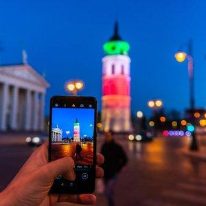 Vilnius nusidažė Italijos vėliavos spalvomis: pagerbiamos COVID-19 aukos