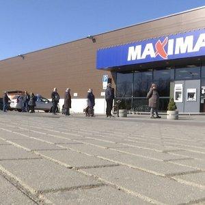 Širvintose gyventojai į parduotuvę laukia eilėse: bijo, kad viską išpirks