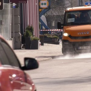 Į sostinės gatves išvažiuoja dezinfekavimo mašinos