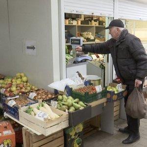Prekyba turguje: specialistai pataria, kaip reikėtų elgtis su ten pirktais produktais