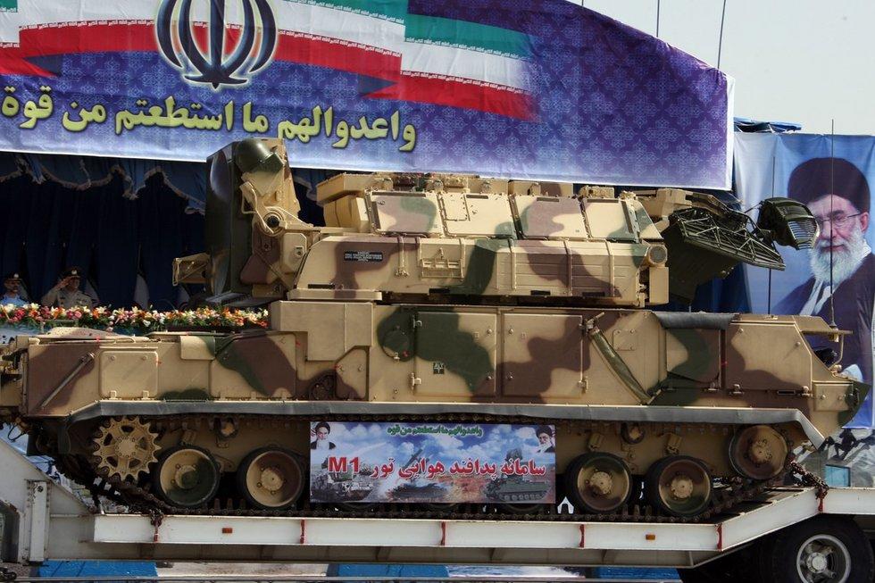 TOR-M1 karinio parado Teherane metu