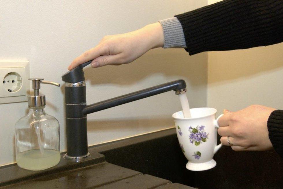 Darbėnų miestelio gyventojai jau kelis dešimtmečius geria fluoruotą vandenį (nuotr. stop kadras)