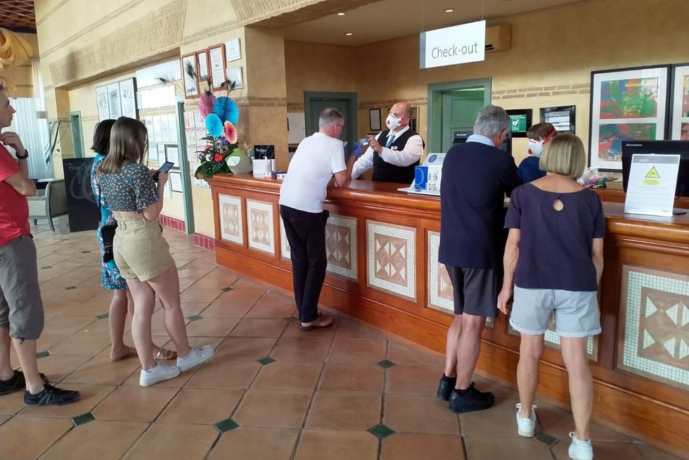 """Dėl koronaviruso uždarytas Tenerifės viešbutis """"H10 Costa Adeje Palace"""" ir paskelbtas karantinas. (nuotr. SCANPIX)"""
