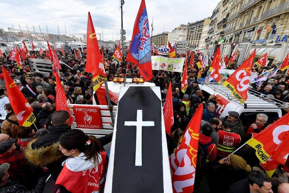 Prancūziją apėmė masinis streikas (nuotr. Scanpix)