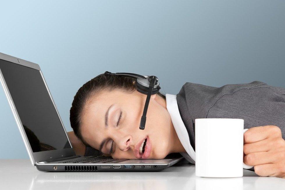 Pavargusi darbuotoja (nuotr. Fotolia.com)